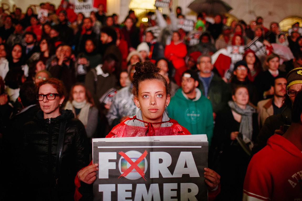 mariana-alves-fotografia-curitiba-dilma-circo-da-democracia (210)