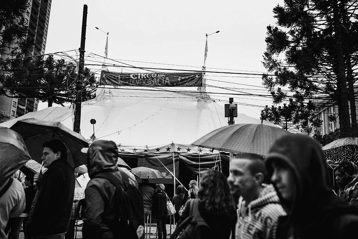 mariana-alves-fotografia-curitiba-dilma-circo-da-democracia (8)
