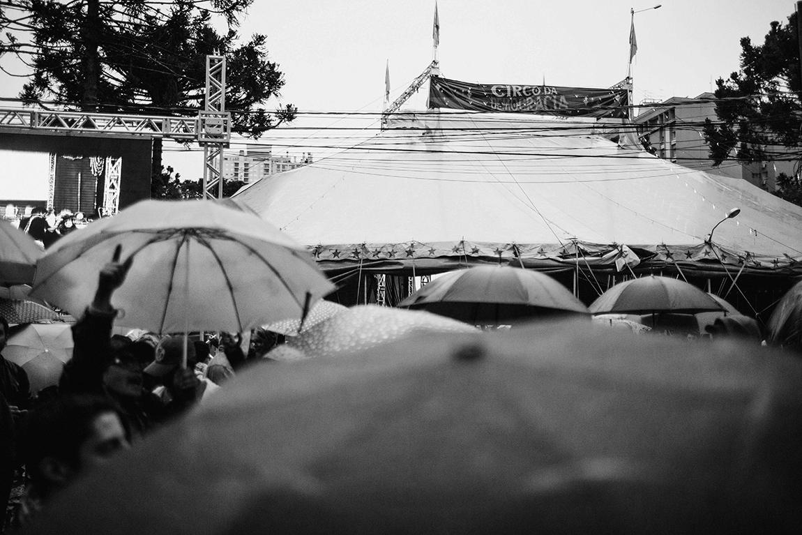 mariana-alves-fotografia-curitiba-dilma-circo-da-democracia (92)